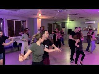 Бачата. Занятия в школе танцев PALLADIUM. Первая группа - второй выход ()