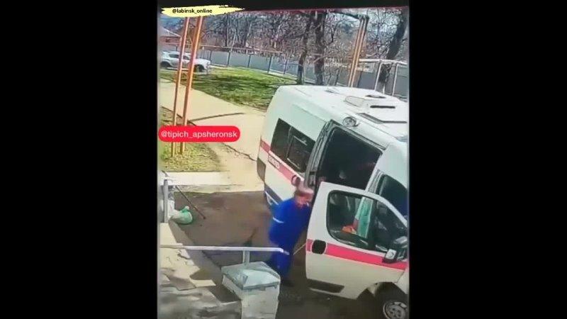 В краевом минздраве прокомментировали ситуацию с оставленным на крыльце больницы мужчиной В социальных сетях появилось видео н