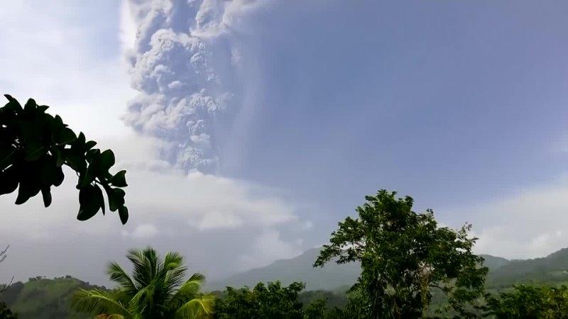 Сент Винсент занесло пеплом из за извержения вулкана