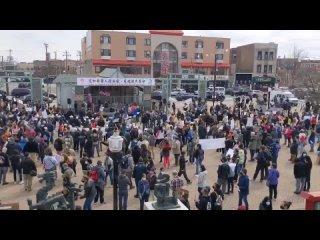 Митинг против ненависти к азиатам в Чикаго