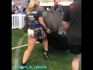 Очень сильная девушка