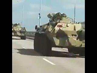 ВИДЕОФАКТ. Колонна богатых туристов на крымском мосту