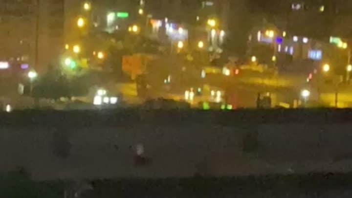 Ночная погоня полицейских за легковушкой в Приморском районе на Приморском проспекте, ул. Савушкина ...