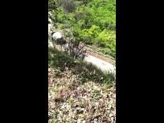 Азербайджанские солдаты засняли выезжающих с Карабаха армянских солдат.