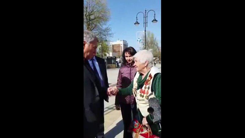 💪🏻 90 летняя пенсионерка из Саратова случайно столкнулась на улице с спикера Госдумы Володиным разнесла его и всю российскую вла