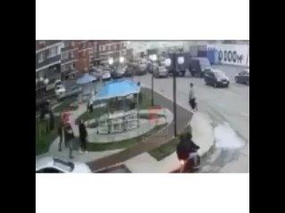 🔗В Краснодаре ударившего женщину битой 16-летнего подростка поместили под стражу.По данным СУ СК РФ по краю, 5 апреля парень р