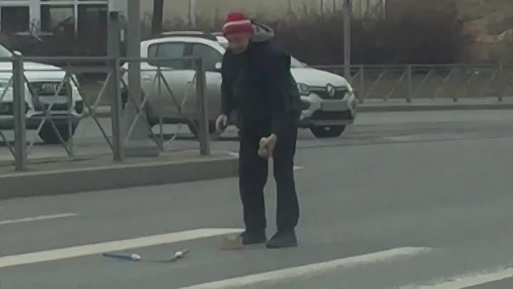 В Петербурге потеплело и уличные артисты снова выходят на улицы, чтобы радовать горожан своим искусс...