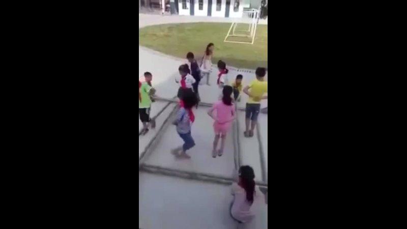 Переменка в китайской школе Хорошее упражнение для развития детей