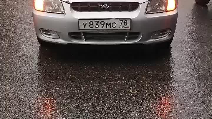 Ночью была сильная гроза, и во дворе на Пискаревском 58/2 в 2:54 у автомобиля сработала сигнализация...