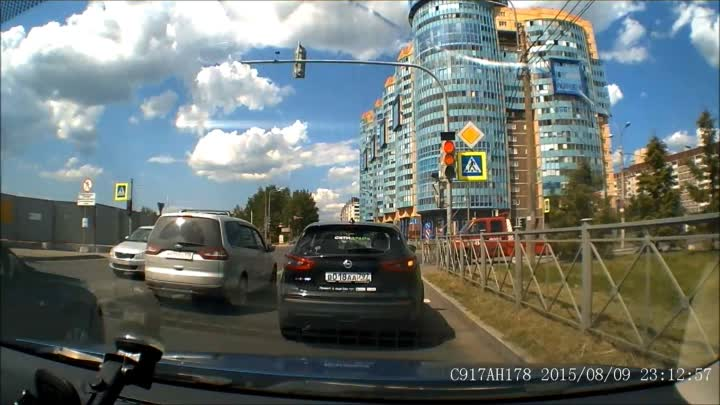 Велосипедист не спешился и отделался ушибами после встречи с каршертнгом на пешеходном переходе на...