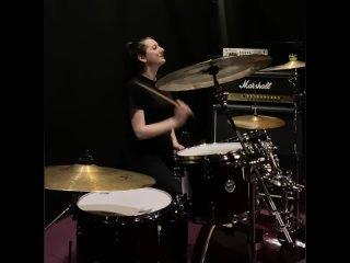 Аделина plomba играет на барабанах «Прятки» @HammAli &