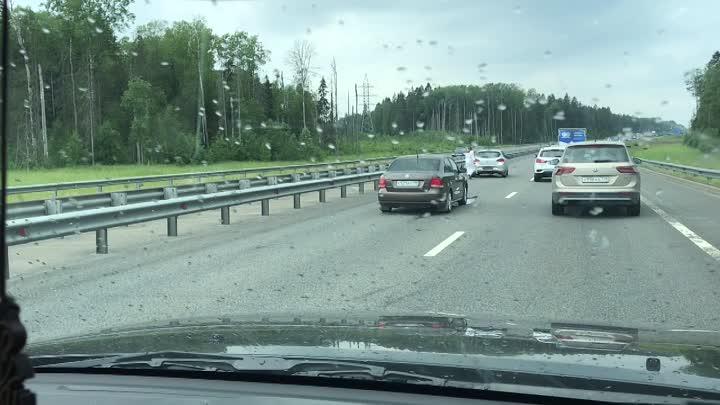 На Новоприозерском шоссе Поло догнал женщину на хетчбэке