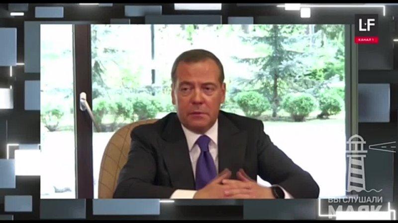 Дмитрий Медведев допустил обязательную вакцинацию от коронавируса в России