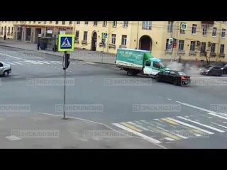 ДТП на пересечении улиц Краснопутиловской и Зайцева
