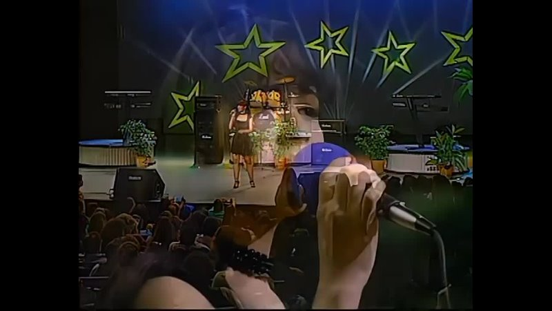 Selena performing Que Creias on Johnny Canales 1993