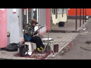 человек--оркестр талантливый