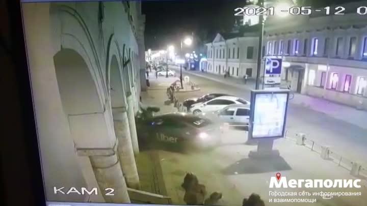 """Сегодня ночью был совершен наезд на 3 пешеходов у """"Кузнечного рынка"""" в Кузнечном переулке, 3. Постра..."""