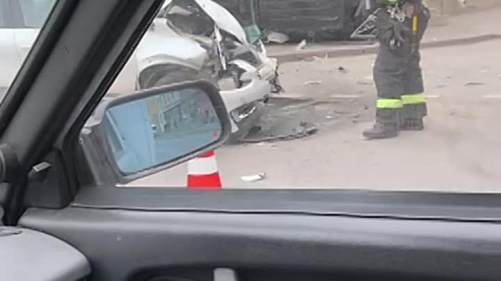 Примерно 10.10 утра на перекрестке Курской улицы и Лиговского проспекта после столкновения переверну...