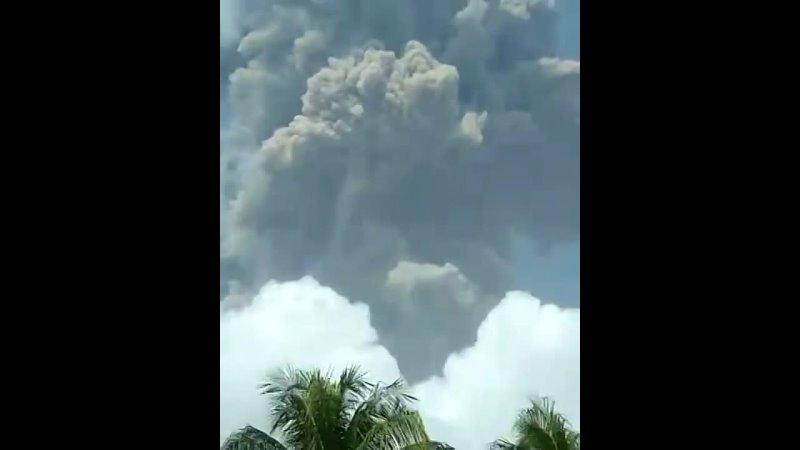 Извержение вулкана на острове Сент Винсент 9 04 2021