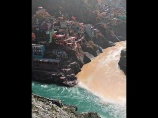 Слияние двух разных потоков рек в Индии!