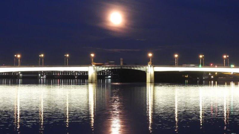 Полнолуние над мостом Александра Невского 27 мая'21