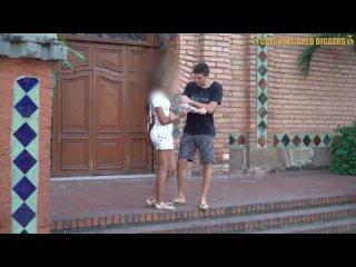 Пригласил колумбийскую девушку домой и трахнул.