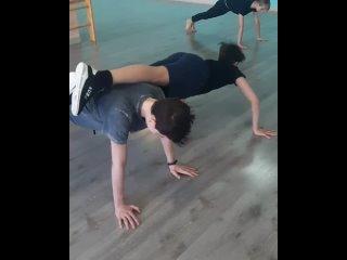 Кто сказал, что танцы это легко?Танцор должен быть физически сильным и выносливым.У всех групп в расписание обязательно вкл