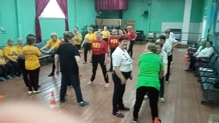 Игра с футболками  в эстафете Здоровье в Сурском ДК 7 апреля.