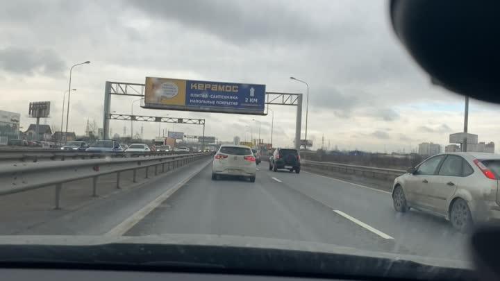 Водитель Волги прозевал торможение, въехал в зад Киа, дёрнул руль вправо и задел Audi, Киа въехала ...