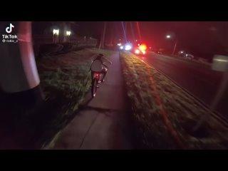 Ехать на велосипеде рядом с полицейскими в США - преступление