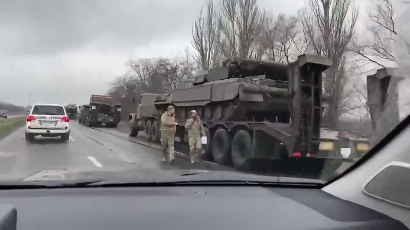 Мариуполь ваЗелин продолжает гнать к Донбассу колонны металлолома