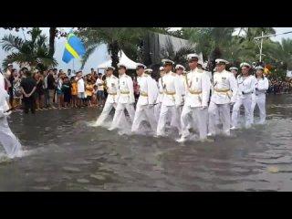 Русские моряки на параде в Таиланде.