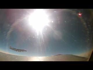 Кадры из кабины экипажа высотного истребителя МиГ-31 во время перехвата им американского разведывательного самолёта RC-135W