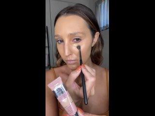 Простой и в то же время эффектный макияж на все случаи жизни.