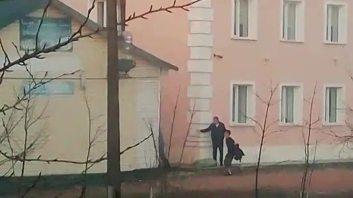 На Сортировочной-Московской улице, 15 в кафе Белый Сад произошло возгорание на крыше и трубе. Потуши...