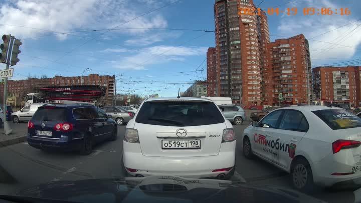 Сегодня утром на перекрёстке Культуры и Луначарского водитель Мазды не заметил натянутый трос и прое...