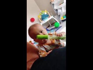 Друг прислал мне это видео своего сына, и оно сделало мой день лучше.
