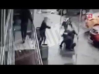 Драка со стрельбой случилась на парковке у московского торгового центра
