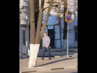 Алексея Русских гуляет по улице Карла Маркса🤔