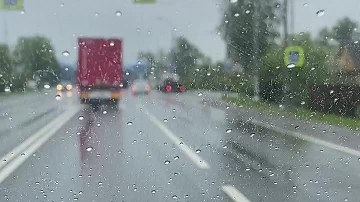 Легковушка перевернулась на Московском шоссе в деревне Жары, Тосненского района.