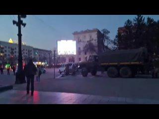 Послание закончено - через трансляцию на мониторе играет гимн России