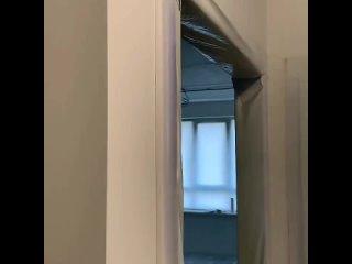ЖК Легенда 🏙️⠀❇️Стены готовим под покраску❇️Основную стену декорировали гипсом❇️На полу ламинат, его закрыли плёнкой перед п