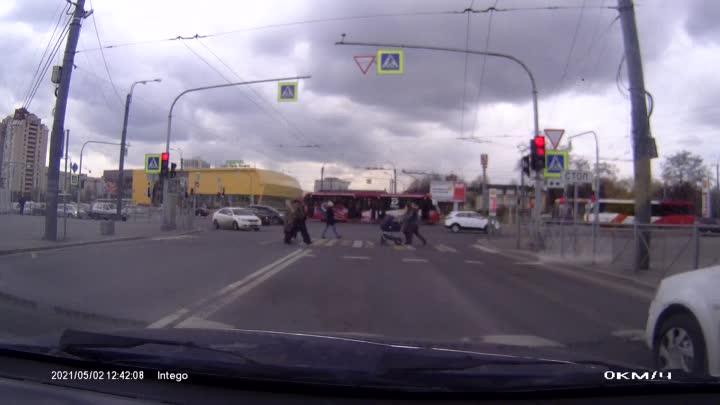 ДТП между велосипедистом и автомобилем Kia на пересечении Бухарестской и ул. Фучика 02.05.21 около ...