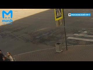 В Петербурге ребёнок пострадал при падении на него лепнины с фасада дома.