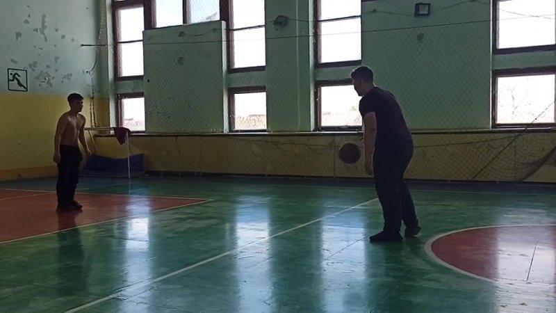 мини борьба Dyaka с Саньком.