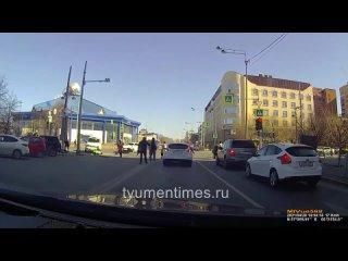 УАЗ от удара отбросило на пешеходов