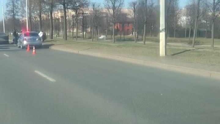 Каршеринг влетел в БМВ на Петербургском шоссе в городе Пушкине