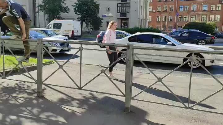 На Ивановской улице в сторону Володарского моста в 18.00 Маршрутка догнала маршрутку, та в свою оче...