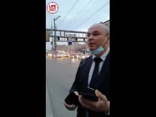 Водитель бизнес-такси в Москве навалял пассажиру