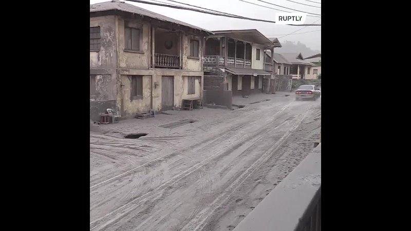 Занесённый пеплом вулкана Суфриер городок Джорджтаун Сент Винсент и Гренадины 10 04 2021